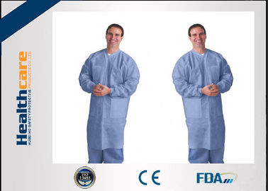 China Capas disponibles respirables del laboratorio para la prenda impermeable disponible dental, estéril de las chaquetas del laboratorio proveedor